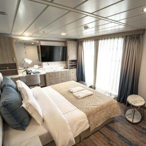 Interior-Balcony-Suite © Aurora Expeditions